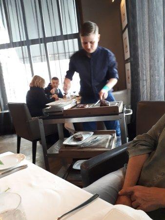 George Prime Steak: חיתוך הבשר מול הלקוח