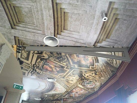 Roma Revolving : the ceiling.