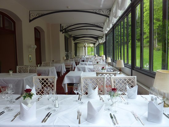 Grandhotel Giessbach: Bon restaurant coté cascades