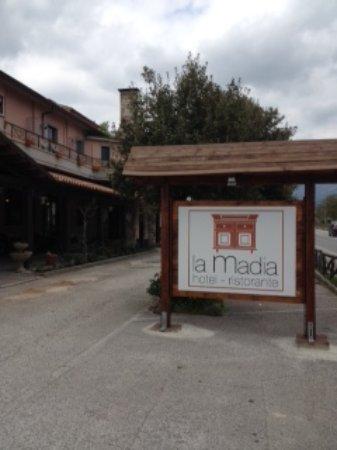 Fossato di Vico, Italia: Vista dal parcheggio