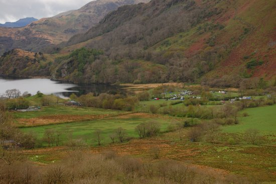 Nant Gwynant, UK: View from the A498 toward Pen Y Grid