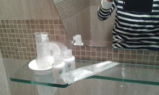 Hotel La Terrazza & SPA: Neccesarie per il bagno