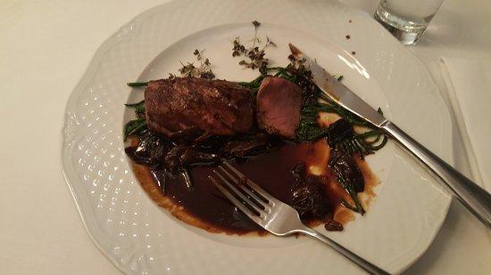 Kogel Mogel Restaurant: Deer dish