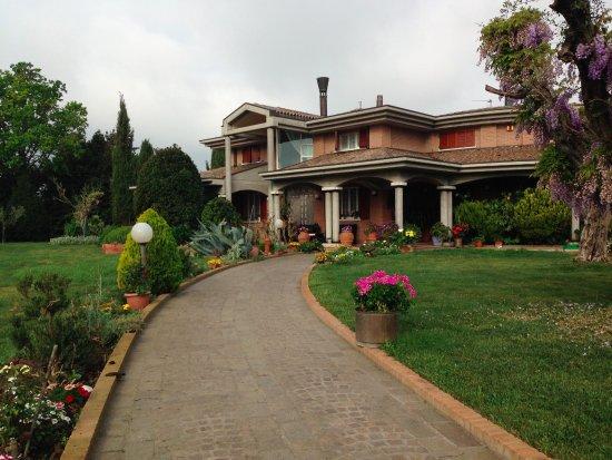 Villa Giusy Bu0026B: Prospettiva Dal Vialetto Du0027ingresso