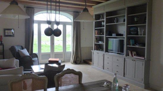 Neuenkirchen, Almanya: Wohnbereich Suite mit Terassentür
