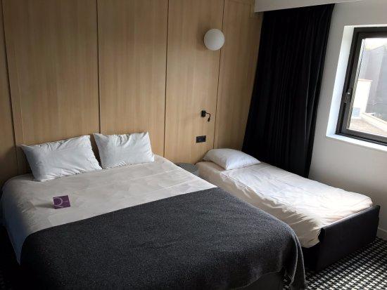 Joue-Les-Tours, Francia: Chambre avec lit supplémentaire pour enfant