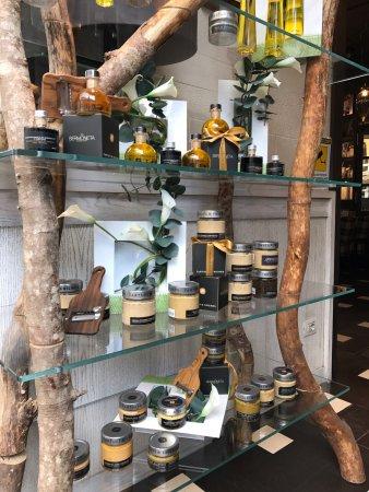 Le bar l 39 int rieur avec son mur v g tal picture of for Mur vegetal interieur