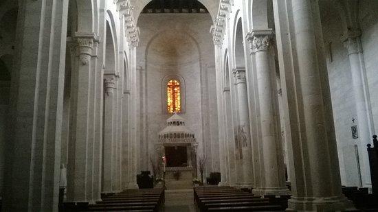 Cattedrale di Ruvo di Puglia : navata centrale