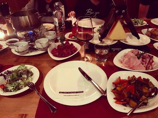 Wine & Dine À la carte Restaurant: raclette / fondue