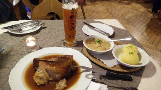 Bad Berneck im Fichtelgebirge, Tyskland: Schäufle mit Knöndle und Sauerkraut
