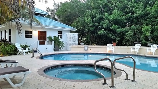 Cocotal Inn & Cabanas: Casita and pool.