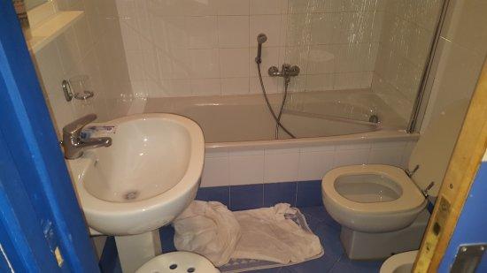 Panorama Palace Hotel: provate a fare una doccia ?...io sono 1,83 mt
