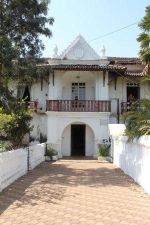 Menezes Braganza House: House entrance