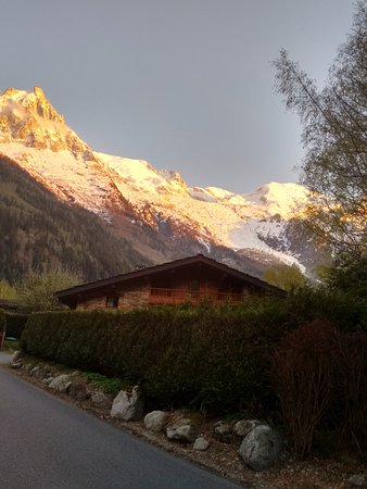 Ski Breezy - Chalet D'Ile: View from the road, yeah sunset here rocks.