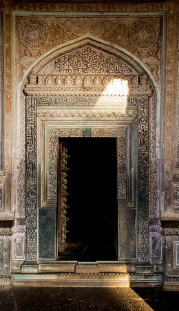 Ibrahim Rauza Tomb : Intricate carvings on the tomb