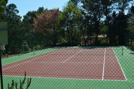 notre terrain de tennis priv photo de residence miro les arcs sur argens tripadvisor. Black Bedroom Furniture Sets. Home Design Ideas