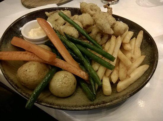 Stirling, Australië: Salt and Pepper standard, we asked for veg instead of salad!