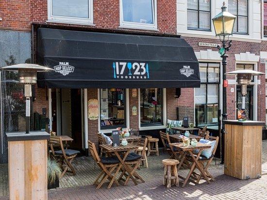 Voorburg, Pays-Bas : Entree met knus terrasje