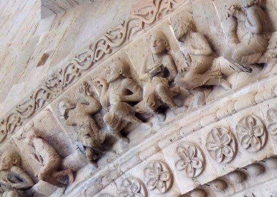 Morlaas, France: Eglise sainte Foy, détail du portail