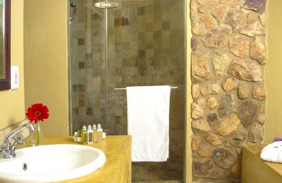 Idwala Boutique Hotel Johannesburg: Garden Room Bathroom