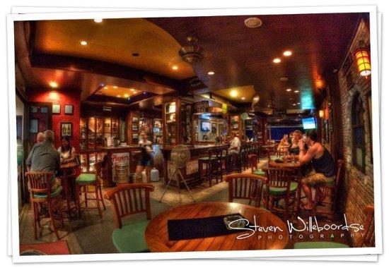 Emerald Bar and Restaurant: The Emerald Bar