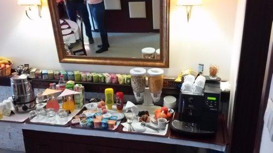 Natural Guesthouse: הגשה לארוחת בוקר