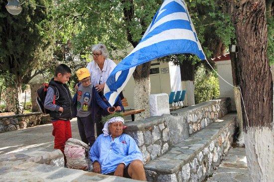 Αρχάγγελος, Ελλάδα: At the start of the walk, children wake sleeping Nikos by pouring water over his head.