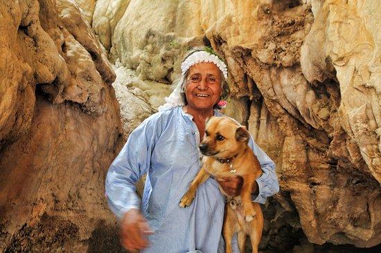 Αρχάγγελος, Ελλάδα: Nikos and his 'guide dog'.