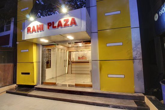 Rahi Plaza Hotel: Entrance