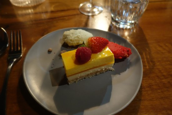 Swanbourne, Australia: Cake from Choux Patisserie plated by The Shorehouse staff
