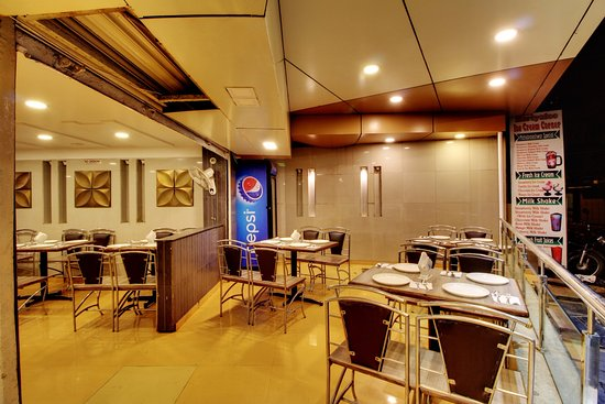 Rahi Plaza Hotel: Restaurant