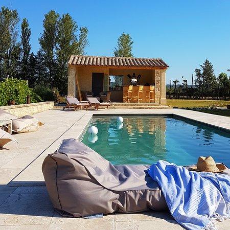 fontaine de cerier updated 2017 b b reviews price. Black Bedroom Furniture Sets. Home Design Ideas