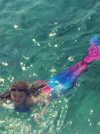 Glyfada, Grecia: Mermaids choose summer sun sailing too!!!