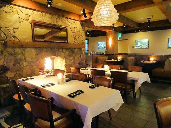 Stoney River Steakhouse and Grill: inside