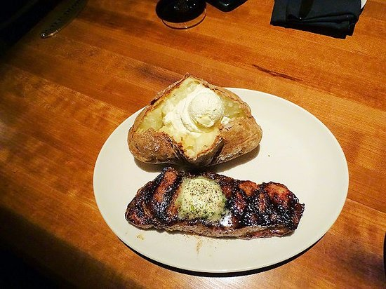 Stoney River Steakhouse and Grill: strip steak