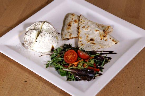 Suelto Bistro: Bivaly mozzarella / Buffalo mozzarella