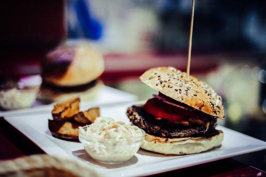 Suelto Bistro: Hmmm. Burgers :)