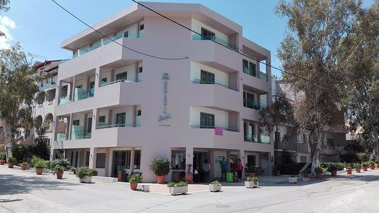 Corissia Beach Hotel: Hotel Außenansicht