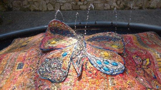 Santarcangelo di Romagna, Italie : La fontana del maestro Tonino