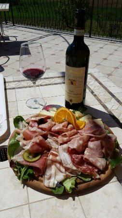Montemagno, Italie : Tagliere misto salumi & formaggi, accompagnato dall'ottimo Ruché DOCG