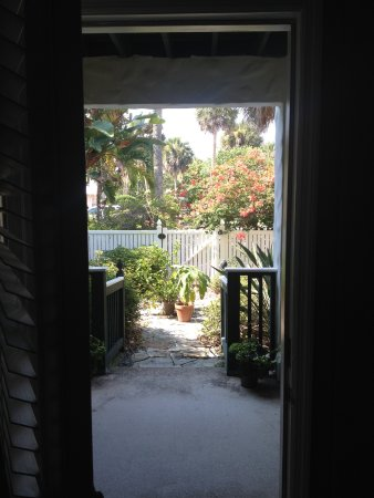 Pineapple Manor: Front door open. Go out and make right. Four-hundred feet from Sunset City. Enjoy the peer too.