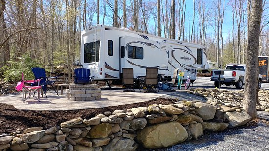 Cosby, TN: Deluxe Patio Site