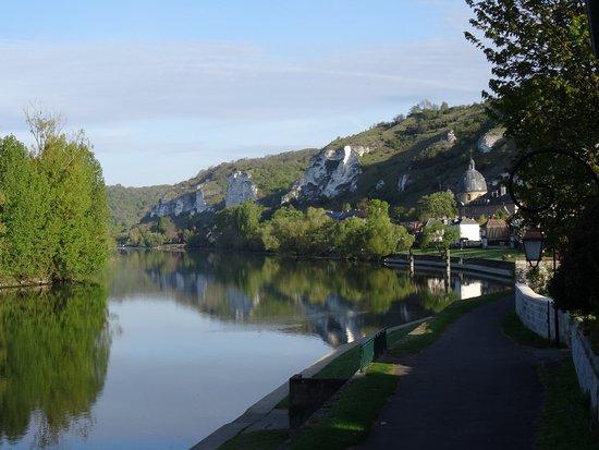 Les Andelys, France: Vue sue la Seine à l'ouest.