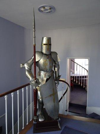 Les Andelys, Prancis: Un garde médiéval dans le couloir.