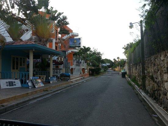 Bayahibe, Dominican Republic: stradina vista dall'agenzia dietro il Viva