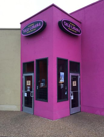 Bryan, Техас: Taco Cabana Exterior and Entrance