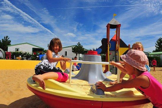 Camping La Parée du Jonc : Aires de jeux enfants