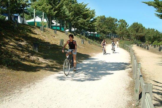 Camping La Parée du Jonc : Pistes cyclables aux portes du camping
