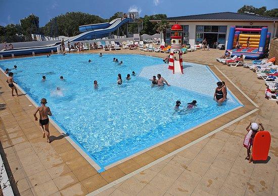Piscine plein air toboggans et piscine couverte chauff e for Camping gerardmer piscine couverte