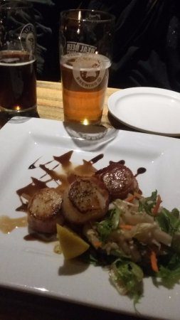 The Wooden Monkey : Pan seared, bacon wrapped Digby scallops!